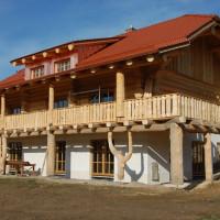 Das Holzhaus in Oberprombach geht seiner Vollendung entgegen. Foto: Nicklas